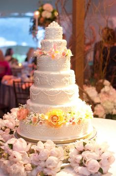 Elegant wedding cake idea - seven-tier cake with sugar flowers and hand-piped motif {Captured by Kate Photography} Wedding Prep, Farm Wedding, Wedding Planner, Elegant Wedding Cakes, Cool Wedding Cakes, Wedding Gallery, Wedding Photos, Luxury Wedding Venues, Sugar Flowers