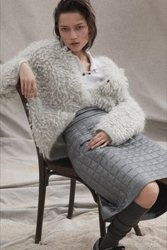 Brunello Cucinelli Fall 2020 Ready-to-Wear Fashion Show - Vogue Look Fashion, Womens Fashion, Fashion Trends, Fashion Details, Winter Mode, Fall Winter, Brunello Cucinelli, Victoria Secret Fashion, Fashion Show Collection
