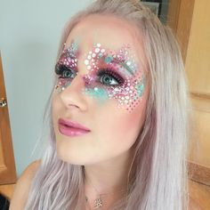 Glitter Carnaval Masculino - Glitter Maquillaje Colores - - - - Glitter Projects To Sell Glitter Carnaval, Make Carnaval, Mermaid Face Paint, Mermaid Makeup, Bodysuit Tattoos, Glitter Face Paint, Horror Make-up, Adult Face Painting, Initial Tattoo