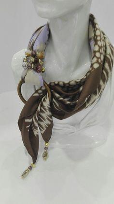 Risultati immagini per foulard gioiello Scarf Knots, Scarf Rings, Scarf Necklace, Diy Scarf, Scarf Jewelry, Fabric Jewelry, Diy Jewelry, Jewelery, Handmade Jewelry