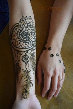 Henna dreamcatcher! Henna on hand.Henna feathers. Mehndi design! Paws!