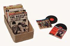 Nostalgie.......Singles ...... dollhouse miniature printable vintage records and jackets