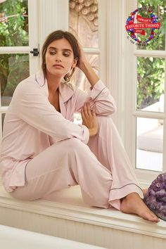 Warm yourself by the fire in the oh-so-comfy Barefoot Dreams Luxe Milk Jersey Piped Pajama Set - Pink/Pewter. Barefoot Girls, Barefoot Dreams, Pink Pewter, Best Pajamas, Flannel Pajamas, Pyjamas, Pjs, Short Kimono, Bootie Sandals