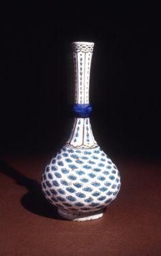 bottle; Ottoman dynasty; 16thC; Iznik