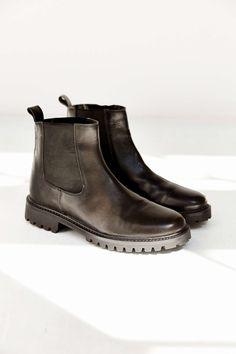 7a0788036d2a Silence + Noise Treaded Leather Ankle Boot Schwarze Chelseaboots, Leder  Chelsea Stiefel, Lederstiefeletten,