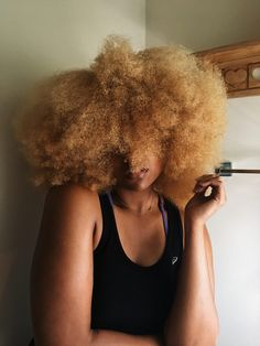 We've heard castor oil is great for natural hair, but how do you use it? Using castor oil before you shampoo your hair will help with softness and manageability. Blonde Afro, Blonde Natural Hair, Dyed Natural Hair, Natural Afro Hairstyles, Kid Hairstyles, Dreadlock Hairstyles, Black Hairstyles, Wedding Hairstyles, Curly Hair Styles