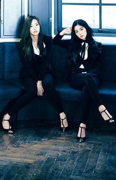 Seulrene <3 Kpop Girl Groups, Korean Girl Groups, Kpop Girls, Red Velvet Seulgi, Red Velvet Irene, Red Velvet Be Natural, The Girl Who, Boy Or Girl, Redvelvet Kpop