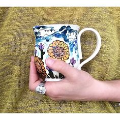 missellymade Happy Monday--- #MugShotMonday  hopefully this sunflower mug with encourage the sun to come out today  Also- Happy Makers Monday! I'd like to give a shoutout to these talented folks @apricotpolkadot @busybcreations4u @837northcandleco @franceshookhandmade  #makersmonday #mugshot #handmade #handmaker #handcrafted #handmadeisbetter #makersbiz #makesmiles #makersgonnamake #clayallday #handmademug #sunflowermug #ceramics #ceramicmug #crocheter #crochet #crochet365…