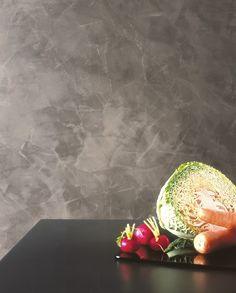 Spatula Stuhhi in grigio molto attuale, è un prodotto innovativo, ma che nasce dalla cultura Veneziana nel tradizionale settore degli stucchi lucidi e che è stato modificato ed adeguato alle attuali necessità di colorazione e rapidità di posa. #spatulastuhhi #stucchi #stucco #giorgiograesan #pittura #decorazione #paintwall