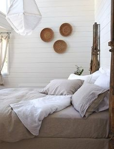Sumptuous linen bed/