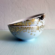 | P | Decorate plain ceramic dishes and bowls with this gold leaf technique.