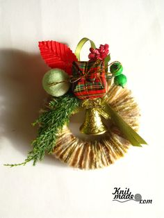My florist work - Mini New Year's wreath from yarn and decor  #knitmade #knitmadeflowers #knitmadenews #wreath #newyear #christmas