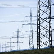 Information on the health effects of high-voltage power lines shows conflicting evidence in terms of actual validated effects and whether safety precautions are warranted. The amount of electromagnetic energy produced by power lines can vary depending on how they have been constructed. Determining a safe living distance requires knowing the amount...