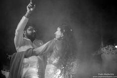 dance-wedding dances in Indian weddings Backyard Lighting, Fashion Couple, First Dance, Wedding Photoshoot, Wedding Blog, Planning App, Wedding Planning, How To Plan, Indian Weddings