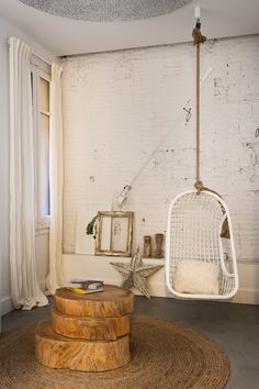 Hanging chair in a Barcelona apartment with white painted brick walls Deco Cafe, Estilo Hipster, Estilo Boho, Painted Brick Walls, Barcelona Apartment, Apartment Renovation, Style Deco, Rustic Interiors, First Home