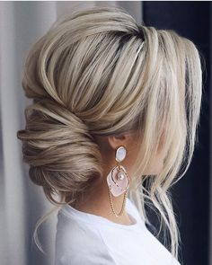 30 timeless bride hairstyles ❤️ If you are still looking for great hair - Frisuren - Best Hair Styles Easy Hairstyles For Long Hair, Great Hairstyles, Down Hairstyles, Wedding Hairstyles, Hairstyle Ideas, Black Hairstyles, Hairstyles Haircuts, Bride Hairstyles With Veil, Classy Updo Hairstyles