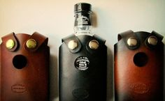 This slick, leather whiskey holster is sure to make the average Joe feel like he's John Wayne. There's nothing wrong with bringing a little whiskey wherever you go. Leather Accessories, Fashion Accessories, Camera Accessories, Ideas Actuales, Gift Ideas, Dark Spirit, Leather Projects, Leather Crafts, Leather Working