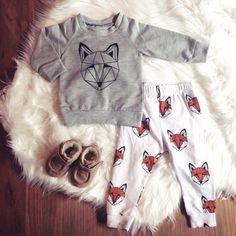 SLY FOX || Scandi fox print sweat shirt + leggings #scandistyle #maddoncole #foxes #kidsfashion #leggingslove