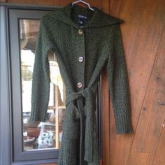 Beautiful olive green sweater Worn but in very good condition Jones New York Sweaters Shrugs & Ponchos