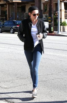 Kristen Stewart in Jeans – Out for Coffee With Alicia Cargile in Los Angeles, Feb. 2015 – CelebsLA.com