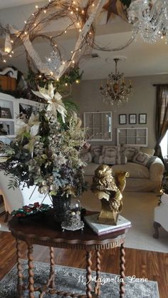 11 Magnolia Lane's Christmas holiday home tour--part 1 of 2.  Awesome decorating!