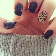 Black nails with leopard accent ring finger nail. I want matte finish though. Unhas pretas, design de leopardo no dedo anelar e acabamento fosco. Fancy Nails, Love Nails, How To Do Nails, Pretty Nails, My Nails, Jamberry Nails, Gorgeous Nails, Jamberry Wraps, Chic Nails