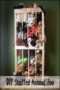 This storage system allows stuffed toys to be kept vertically and thus saves space!