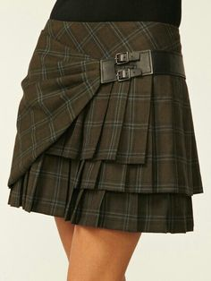 agian a bit to short for me but I love the silouett on this Skirt.