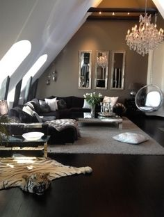 Perfect Black Grey Silver Livingroom, Minus The Tiger