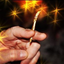 Shine 24K Gold Rolling Papers http://www.becauseordinarysucks.com/shine-24k-gold-rolling-papers/
