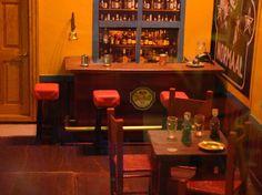 Café Normaal   htp://www.fantasiorama.nl Castles, Table, Furniture, Home Decor, Dioramas, Homemade Home Decor, Mesas, Home Furnishings, Desk