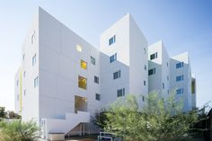 Michael Maltzan Architecture has completed a bright white residential complex in Los Angeles with support services for its formerly homeless tenants. Parasitic Architecture, Types Of Architecture, Commercial Architecture, Facade Architecture, Residential Architecture, Contemporary Architecture, Townhouse Apartments, New York Apartments, Palm Springs