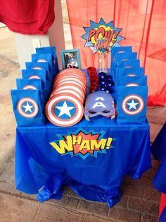 Capitan américa birthday table gift to do en 2019 вечеринка Avengers Birthday, Superhero Birthday Party, 4th Birthday Parties, Super Hero Birthday, Birthday Table, Third Birthday, Captain America Party, Captain America Birthday, Anniversaire Captain America
