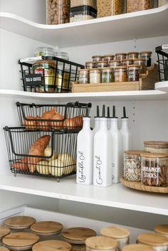 Kitchen Organization Pantry, Home Organisation, Organized Pantry, Pantry Storage Containers, Fridge Storage, Kitchen Containers, Kitchen Pantry Design, Pantry Shelving, Refrigerator Organization