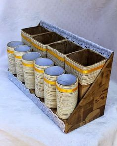Cum transformam cutiile din metal in suporturi inedite – Idei practice Diy Storage Boxes, Desk Organization Diy, Diy Desk, Craft Storage, Diy Organizer, Storage Ideas, Paper Storage, Tin Can Crafts, Diy Home Crafts