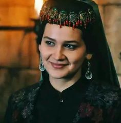 Turkish Women Beautiful, Turkish Men, Turkish Fashion, Turkish Beauty, Turkish Actors, Cute Muslim Couples, Esra Bilgic, Brave Women, Stylish Girl Pic