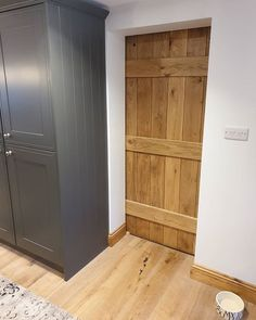 It's a very beautiful, solid oak, ledged door, which I oiled with my very own hands, and today the joiners fitted it onto a sliding, barn door track 😍