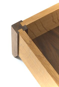 Sliding dovetails to join the box sides to the legs woodworking - Wood Project Japanese Joinery, Japanese Woodworking, Woodworking Joints, Woodworking Techniques, Woodworking Projects Diy, Woodworking Furniture, Wood Projects, Plywood Furniture, Modern Furniture