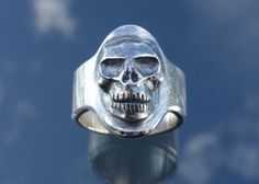 Skull ring in solid sterling silver. Made by jewellery designer and goldsmith Ailin Roelvaag. #skull #Ring #Silver