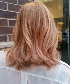 Subtle rose gold highlights create such a beautiful look.