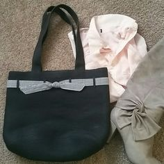 Ann Taylor black purse Simple black purse with bow. 90% paper, 10% polyester & 100% cotton lining. No stains in good condition! Ann Taylor Bags Shoulder Bags