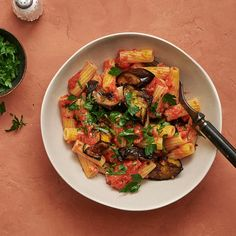 Pasta med tomatsås och rostad aubergine | Recept ICA.se