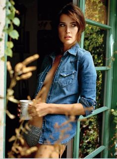 'Cobie' Smulders (born April 3, 1992 in Vancouver, to a Dutch father and an English mother) is a Canadian television (How I With Your Mother, 2004-2014) and movie (The Avengers) actress and former photo model. This photo was shoot for Maxim.