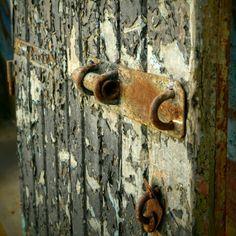 Puerta valparaiso cerro carcel Door Handles, Home Decor, Fotografia, Door Knobs, Interior Design, Home Interior Design, Home Decoration, Decoration Home, Door Pulls