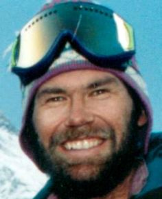 Fact-check of Everest movie vs. the true story of the 1996 Mount Everest disaster. Meet the real Scott Fischer, Rob Hall and Beck Weathers. Mount Everest Deaths, Top Of Mount Everest, 1996 Mount Everest Disaster, Rob Hall, Climbing Everest, Disaster Movie, Rock Climbing Gear, Green Boots, Bungee Jumping