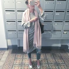 Cozy #ootd for strolling around #Paris  @andotherstories pastel pink scarf (new co!) @zara ultra comfy knit dress (old) @asos mom jeans (my all time favourite) @zara metallic block heels (new & leather!) #pfw #outfit #cozy #autumn #pastel #pink #metallic #asseenonme #parisfashionweek