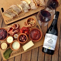 Vergenoegd Low Wine Estate is located in Stellenbosch. The ideal establishment to enjoy wine tasting, a picnic or delicious restaurant meal. Delicious Restaurant, Wine Tasting, Menu, Picnic Baskets, Order Book, Lunch, Cheese, Snacks, Cape