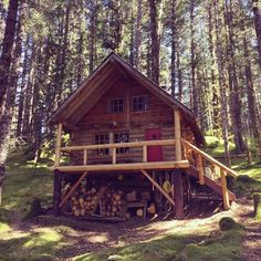 Tiny cabins, log cabins, alaska cabin, alaska house, log cabin home Small Log Cabin, Tiny Cabins, Little Cabin, Tiny House Cabin, Log Cabin Homes, Cabins And Cottages, Cozy Cabin, Log Cabins, Alaska Cabin
