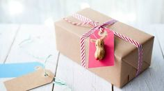 3D Reindeer Gift Tags Using Peanuts | Ideas For Fun and Creative DIY Christmas Gift Tags
