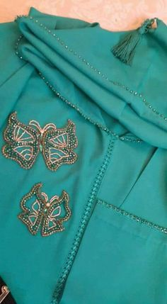 Caftan Morrocco Jellaba Caftan D'or Bead Embroidery Patterns, Hand Embroidery Designs, Modele Hijab, Moroccan Caftan, Mehndi Designs, Traditional Outfits, Glamour, Style Inspiration, Abayas